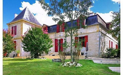 Holiday Chateau in Ste Foy La Grande, Dordogne, Nouvelle-Aquitaine, South West France