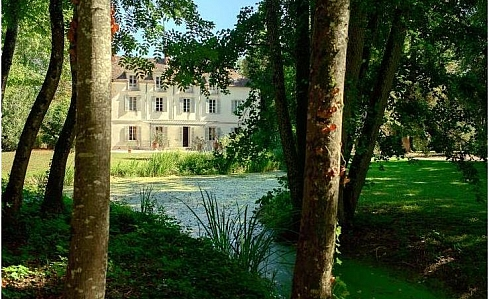Holiday Chateau in Meursault, Cote d'Or, Burgundy, Central France